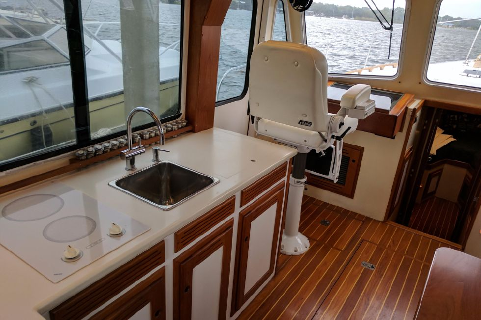 2004 Duffy 37 Flybridge Cruiser - Galley Port