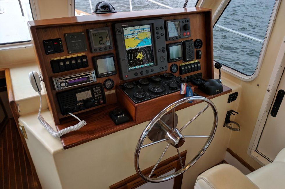 2004 Duffy 37 Flybridge Cruiser - Electronics