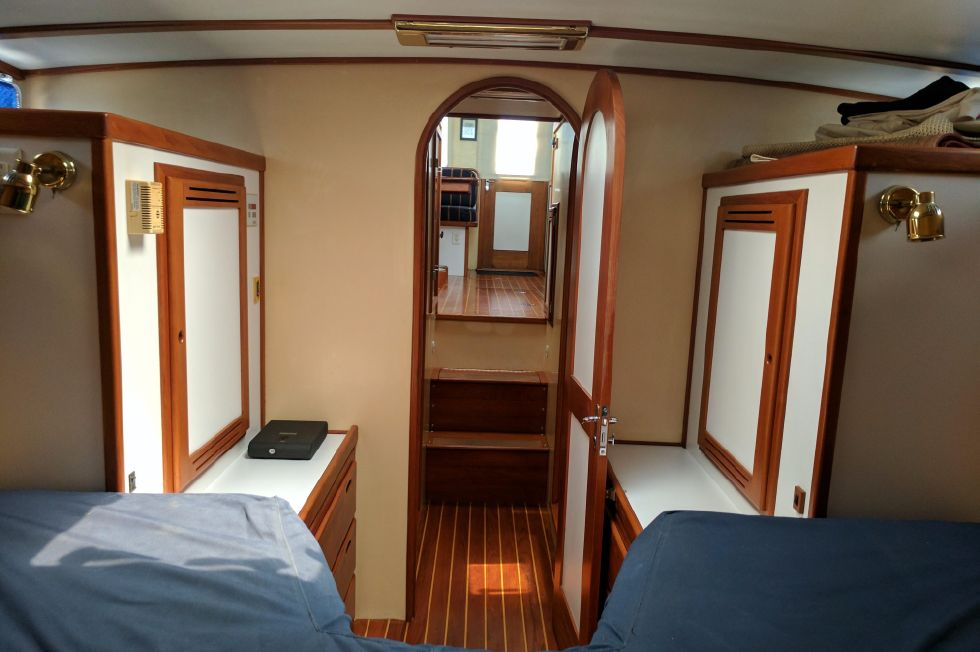 2004 Duffy 37 Flybridge Cruiser - Master aft
