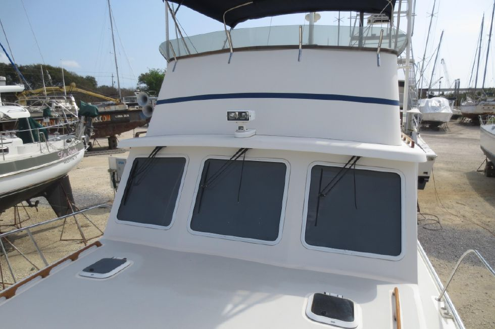 2004 Duffy 37 Flybridge Cruiser - Foredeck