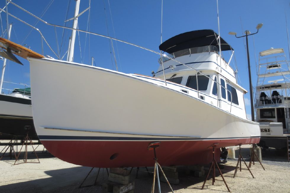 2004 Duffy 37 Flybridge Cruiser - On the hard 3/2017