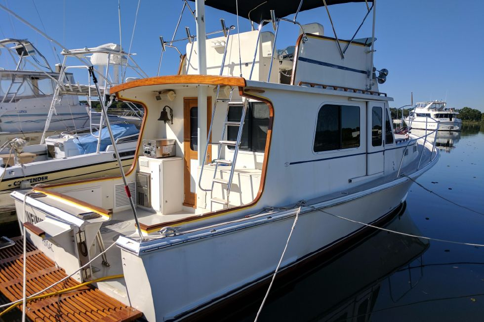 2004 Duffy 37 Flybridge Cruiser - Starboard quarter