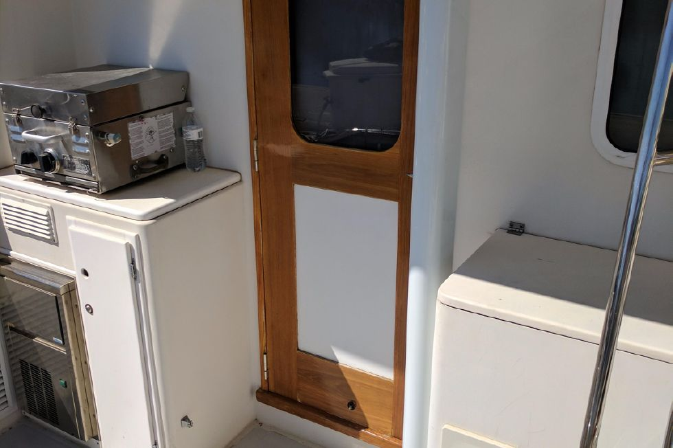 2004 Duffy 37 Flybridge Cruiser - Entryway