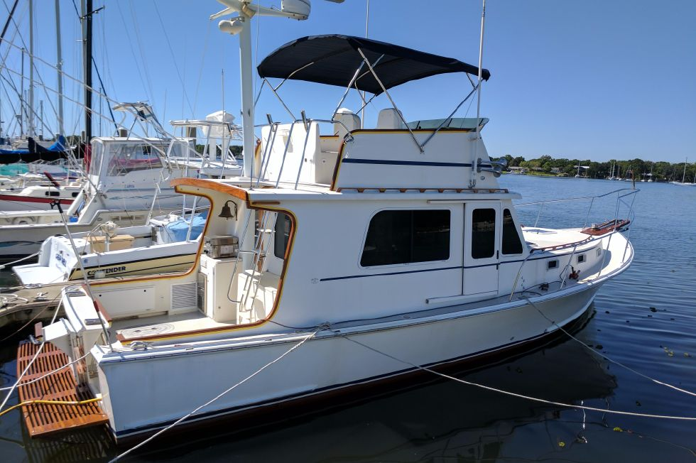 2004 Duffy 37 Flybridge Cruiser - Starboard side