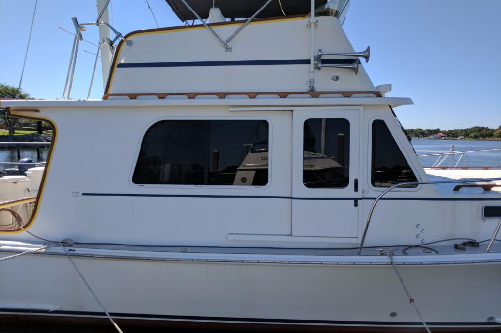 2004 Duffy 37 Flybridge Cruiser - Starboard Midship