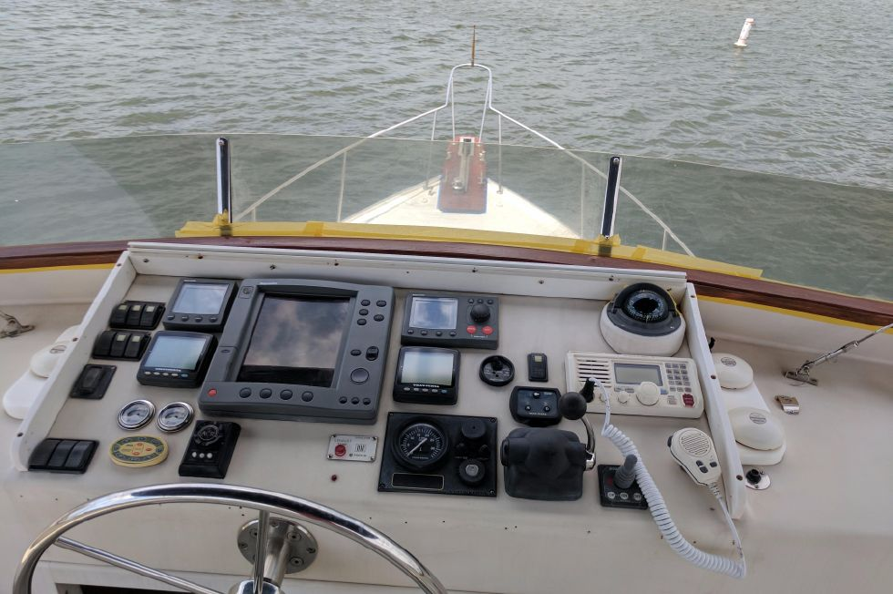 2004 Duffy 37 Flybridge Cruiser - Upper Helm