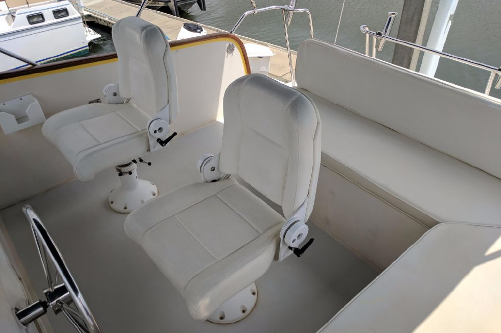 2004 Duffy 37 Flybridge Cruiser - Flybridge