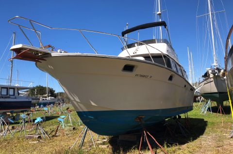 1989 Silverton 37 Convertible - Port Bow