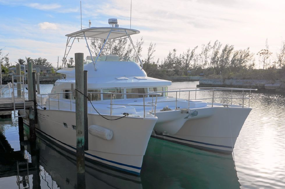 Lagoon 43 Power Cat Stbd Bow