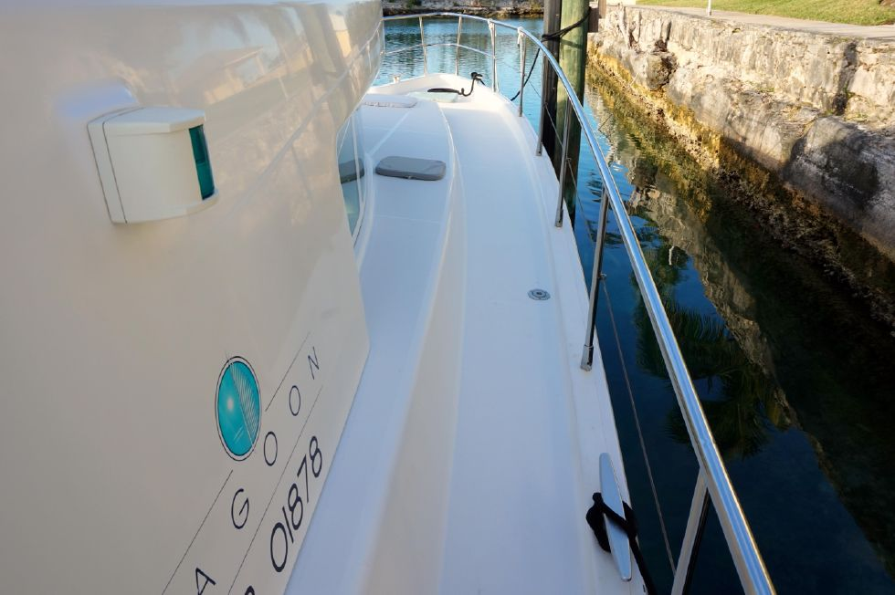 Lagoon 43 Power Cat Stbd Walkway Fwd