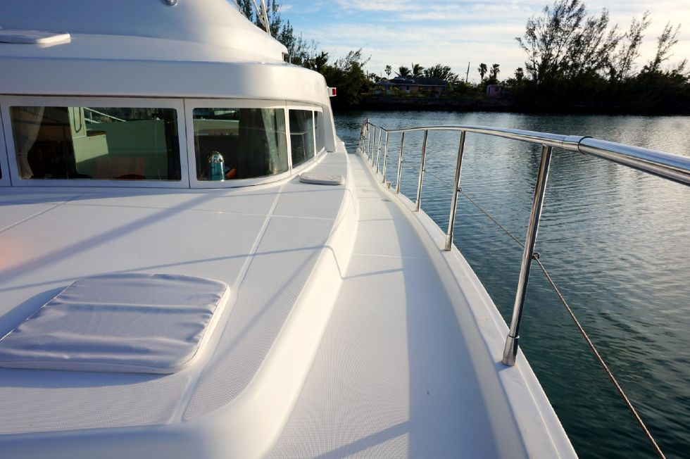 Lagoon 43 Power Cat Port Walkway Aft