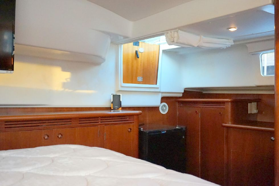 Lagoon 43 Power Cat Owner Stateroom Stbd Side