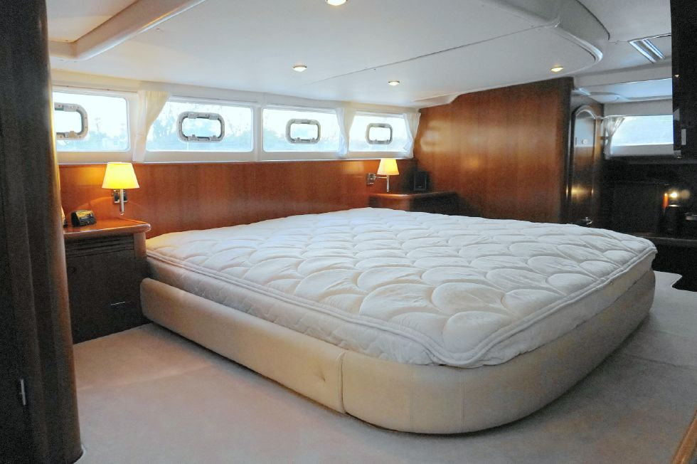 2001 Lagoon Power Catamaran - Lagoon 43 Power Cat Owner Stateroom King Bed