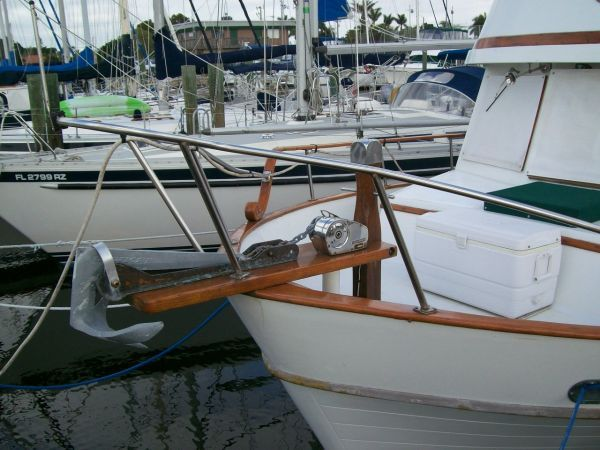1979 Marine Trader 36 DOUBLE CABIN - Anchor and Windless