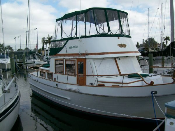 1979 Marine Trader 36 DOUBLE CABIN - At Dock