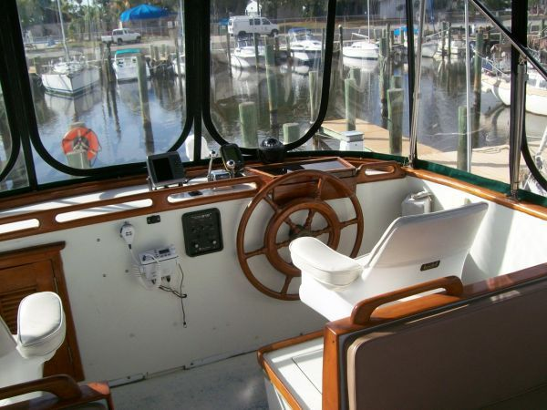 1979 Marine Trader 36 DOUBLE CABIN - Captains Chair