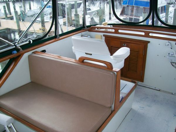 1979 Marine Trader 36 DOUBLE CABIN - Mates Chair