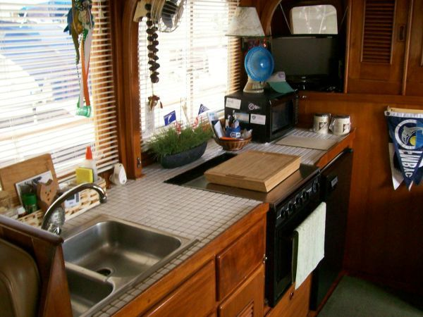 1979 Marine Trader 36 DOUBLE CABIN - Galley
