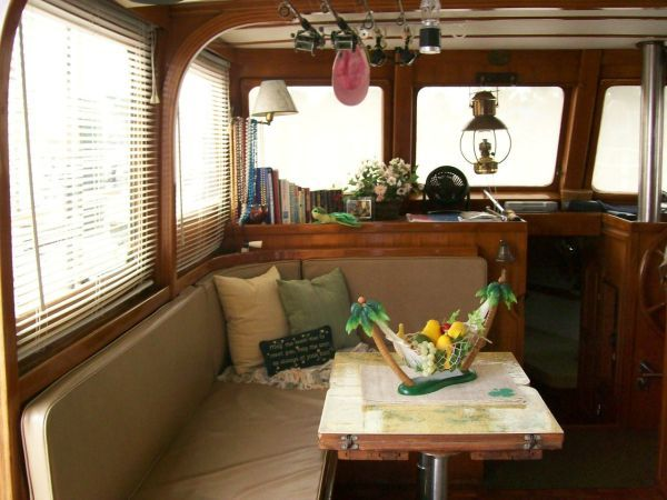 1979 Marine Trader 36 DOUBLE CABIN - Dinette