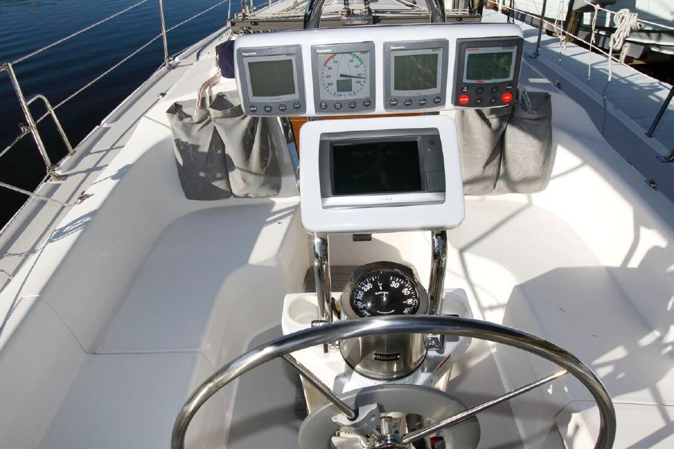 31 Catalina 310 New Chartplotter