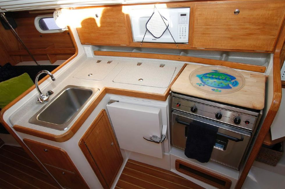 31 Catalina 310 Galley