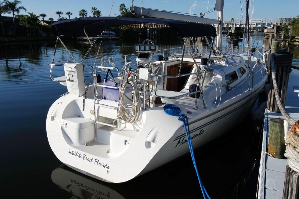 31 Catalina 310 Walkthru Transom