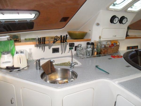 2000 Voyage 430 Charter version w/ business available - Galley