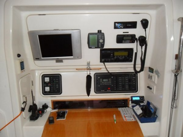 2000 Voyage 430 Charter version w/ business available - Nav station