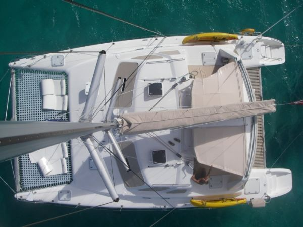 2000 Voyage 430 Charter version w/ business available - From the mast