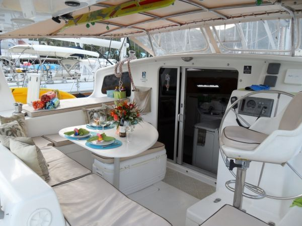 2000 Voyage 430 Charter version w/ business available - Cockpit 2