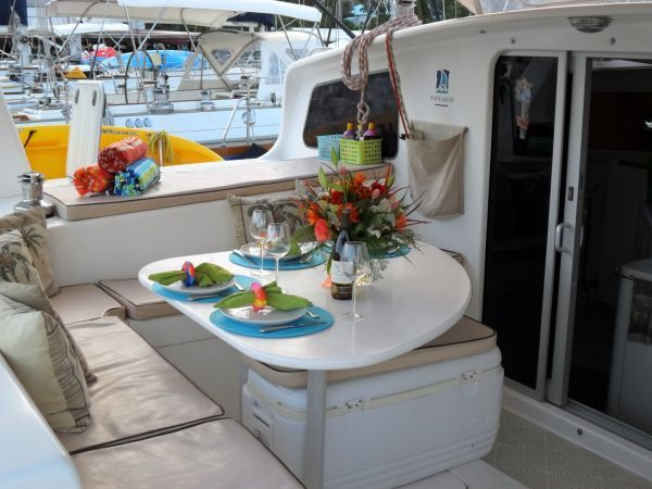 2000 Voyage 430 Charter version w/ business available - Cockpit 3