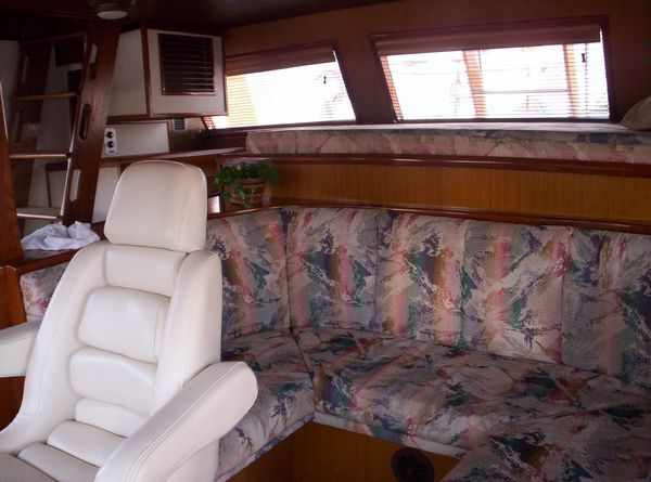 1981 C & L Raised Pilot House - Helm Seating