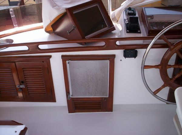 1981 C & L Raised Pilot House - Upper Helm with Icemaker