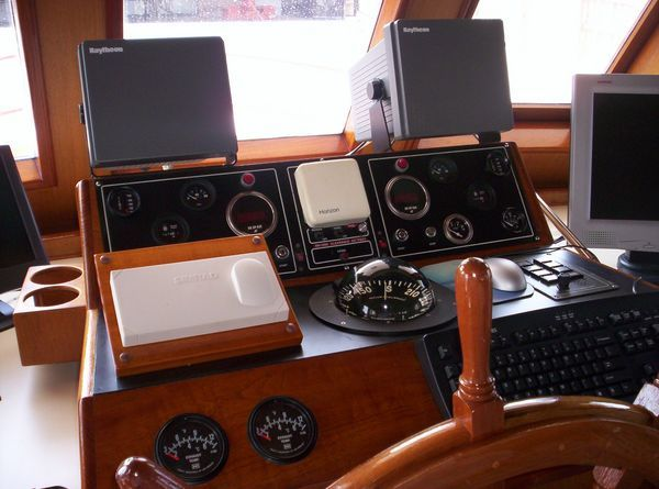 1981 C & L Raised Pilot House - Helm