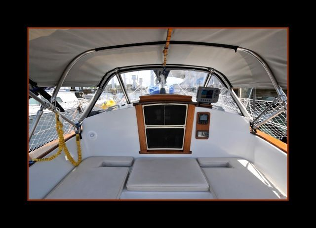 Cockpit with screened companionway