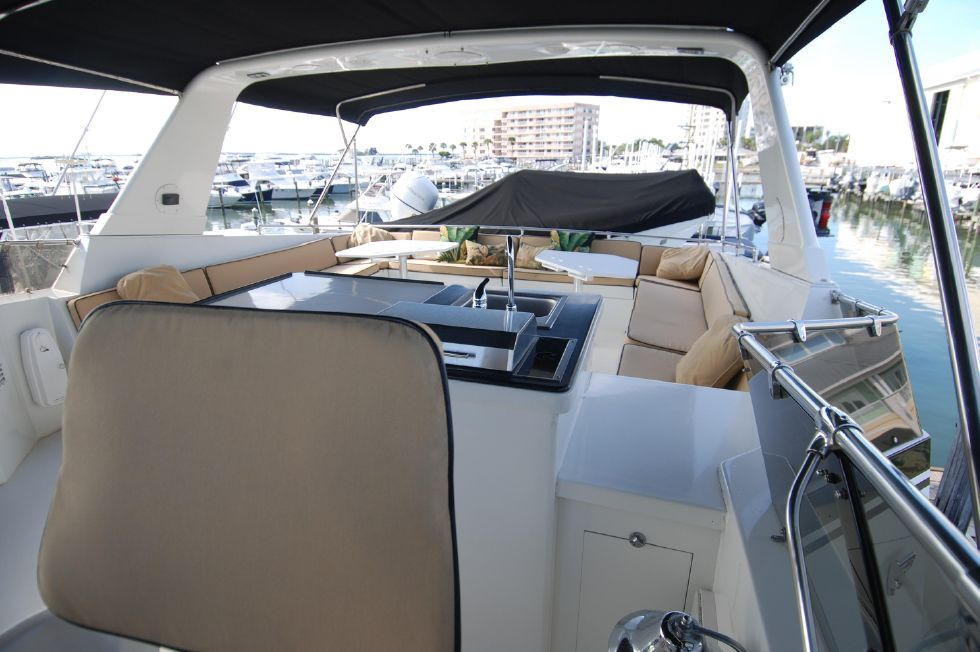1992 Hatteras Cockpit Motoryacht - Bridge Deck