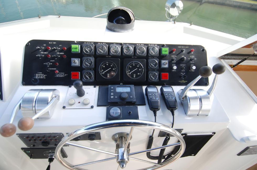1992 Hatteras Cockpit Motoryacht - Bridge Helm