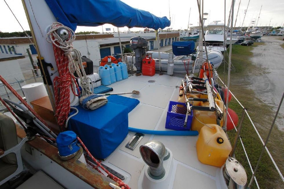 1975 Cheoy Lee Offshore 53 Ketch - Cheoy Lee 53 Offshore Aft Deck
