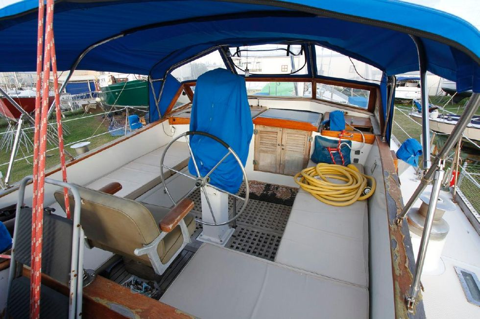 1975 Cheoy Lee Offshore 53 Ketch - Cheoy Lee 53 Offshore Cockpit