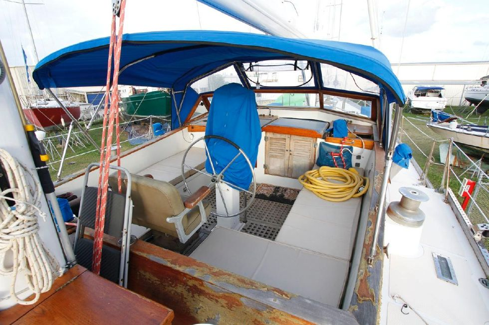 Cheoy Lee 53 Offshore Cockpit