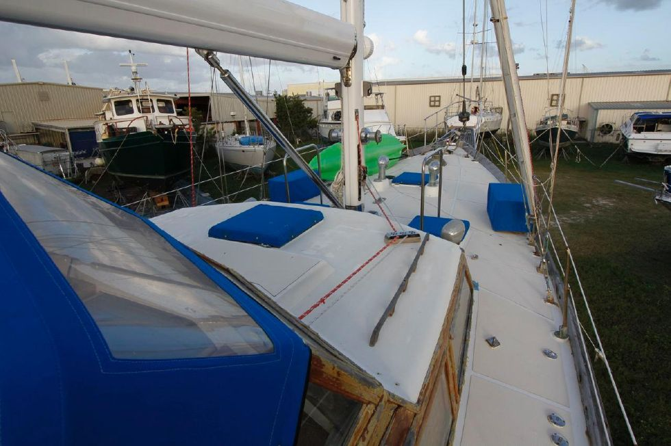 1975 Cheoy Lee Offshore 53 Ketch - Cheoy Lee 53 Offshore Forward Deck