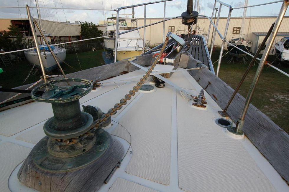 1975 Cheoy Lee Offshore 53 Ketch - Cheoy Lee 53 Offshore Windlass