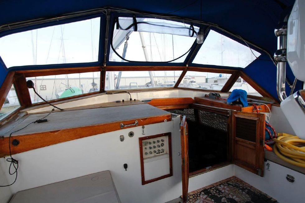 1975 Cheoy Lee Offshore 53 Ketch - Cheoy Lee 53 Offshore Companionway