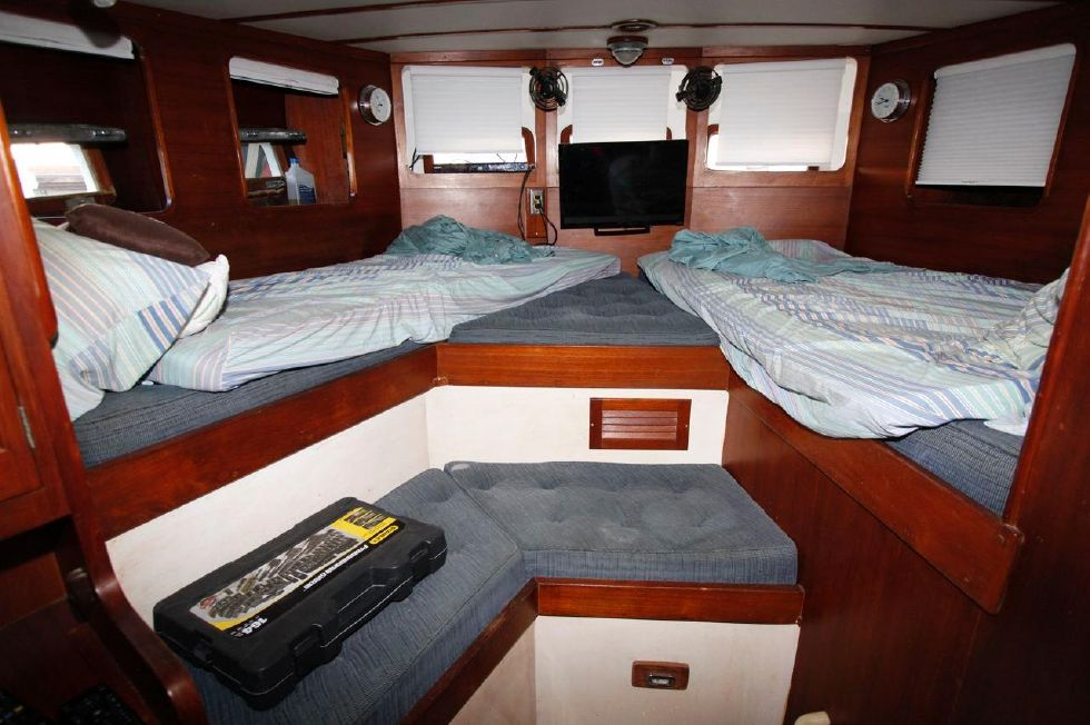 1975 Cheoy Lee Offshore 53 Ketch - Cheoy Lee 53 Offshore Master Berth