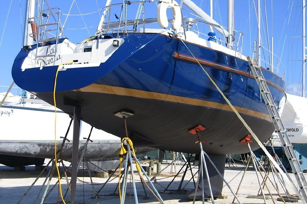 2001 Beneteau Oceanis CC - Beneteau Oceanis 44 CC Getting it's annual cleaning and Bottom paint