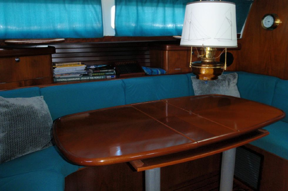 2001 Beneteau Oceanis CC - Beneteau Oceanis 44 CC Main salon dining table