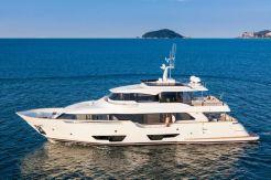 2016 Ferretti Yachts Custom Line Navetta 28