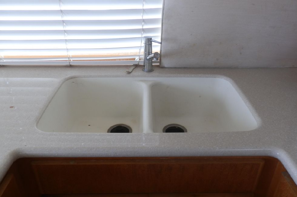 LARGE DOUBLE SINK W/GARBAGE DISPOSAL