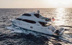 2004 Lazzara Yachts Sky Lounge