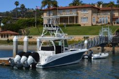 2016 Boston Whaler 370 Outrage